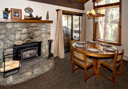 Horizons 4 #166 - Two Bedroom Loft Condo - Mammoth Lakes, CA 93546