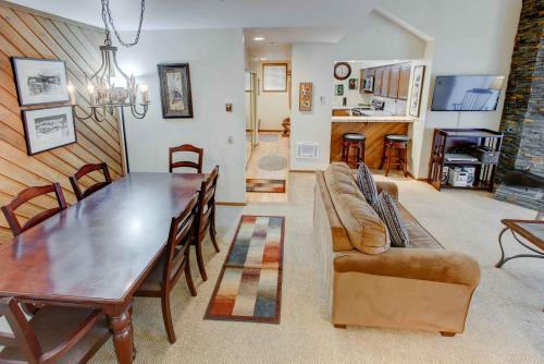 Aspen Creek #306 - One Bedroom Condo - Mammoth Lakes, CA 93546