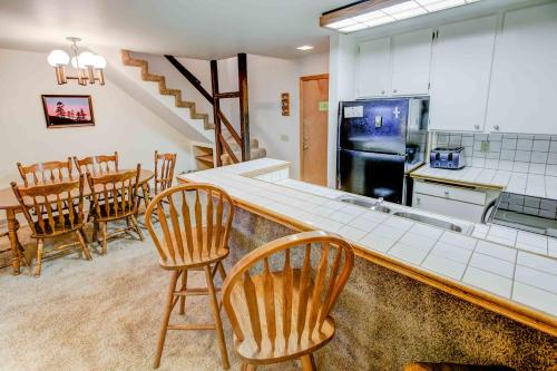 St. Anton #22 - Two Bedroom Condo - Mammoth Lakes, CA 93546