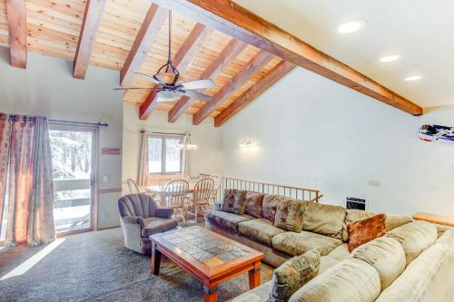 Mammoth Pines #02 - Two Bedroom Loft Condo - Mammoth Lakes, CA 93546