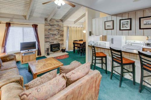 Sunshine Village #106 - One Bedroom Loft Condo - Mammoth Lakes, CA 93546