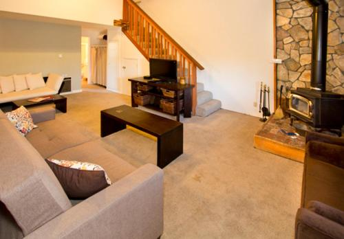 Sierra Manors #098 - One Bedroom Loft Condo - Mammoth Lakes, CA 93546