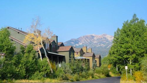 Snowcreek #631 (Phase 4) - Two Bedroom Condo - Mammoth Lakes, CA 93546