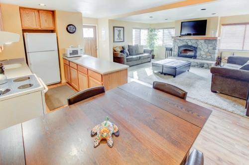 San Sierra #16 - One Bedroom Condo - Mammoth Lakes, CA 93546