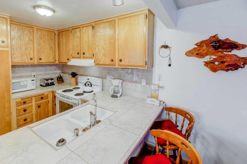Forest Meadows #29 - One Bedroom Condo - Mammoth Lakes, CA 93546