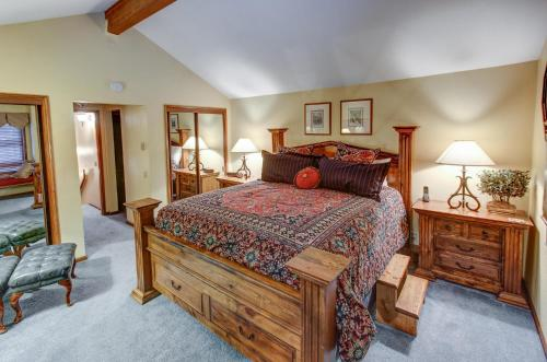 Sierra Megeve #30 - Three Bedroom Condo - Mammoth Lakes, CA 93546