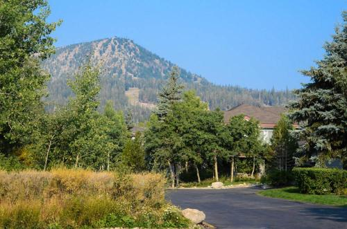 Snowcreek #243 (Phase 2) - Two Bedroom Loft Condo - Mammoth Lakes, CA 93546