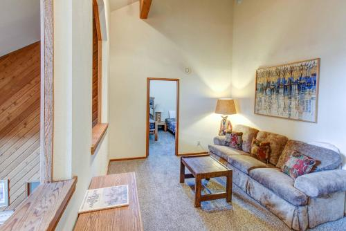 Aspen Creek #204 - Three Bedroom Loft Condo - Mammoth Lakes, CA 93546