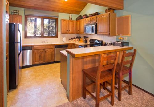 Winterset #18 - Two Bedroom Loft Condo - Mammoth Lakes, CA 93546