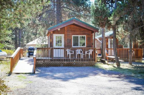 Bend-Sunriver Camping Resort Studio Cabin 8 Photo