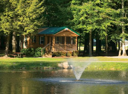 Alpine Lake Lakefront Cabin 5 Photo
