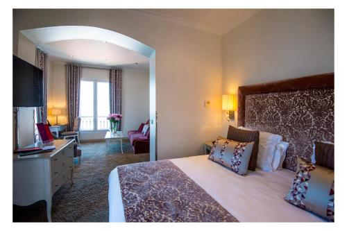 Hotel La Perouse , Nice, France, picture 3