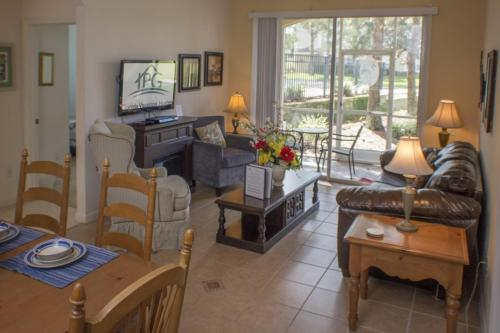Nelson's Windsor Palms Condo * Photo