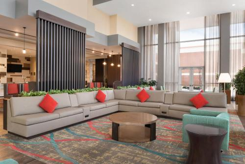 Embassy Suites Chicago-Naperville Photo