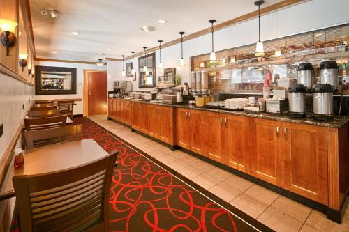 Best Western Plus Columbia River Hotel Photo