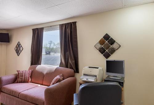 Econo Lodge Beatrice Photo