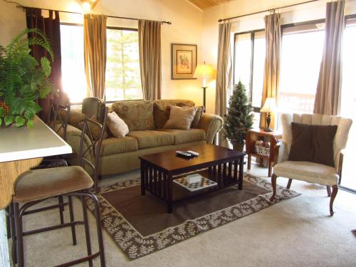 Three-Bedroom Premier Townhouse Unit #31 by Snow Summit Townhouses Photo