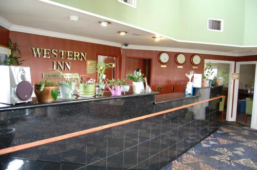 Western Inn Lakewood Photo