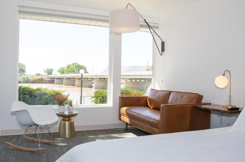 Skyfall Guestrooms Photo