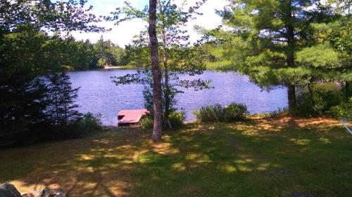 Lake side retreat Photo
