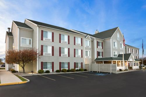 Country Inn & Suites Maumee Toledo Photo