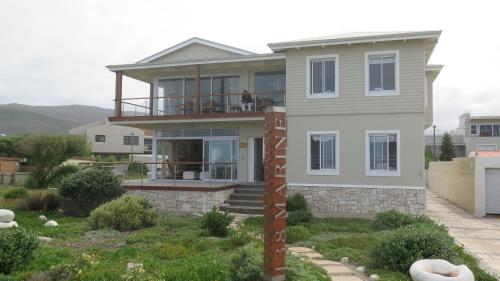 138 Marine Beachfront Guesthouse Photo
