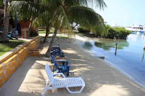 El Milagro Beach Hotel and Marina Photo