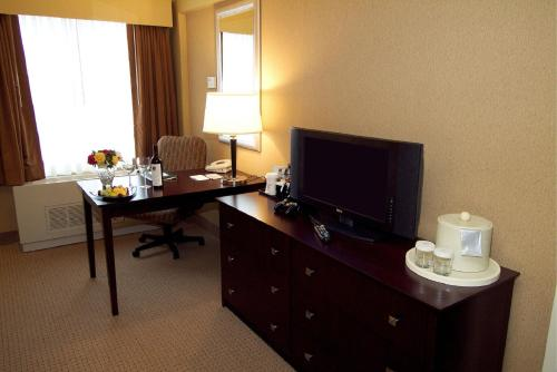 DoubleTree by Hilton Pittsburgh Airport Photo