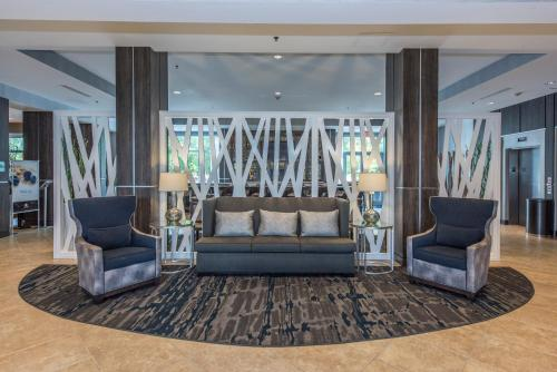 DoubleTree by Hilton North Charleston - Convention Center Photo