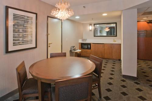 DoubleTree by Hilton Rosemead Photo