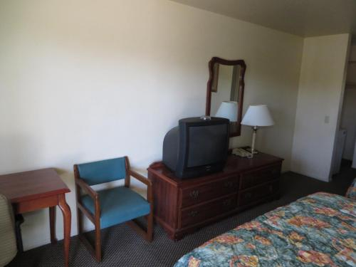 Travel Inn Lake Elsinore Photo