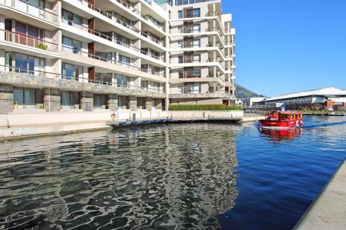 Exclusive Canal Quays Two Bedroom Apartment Photo