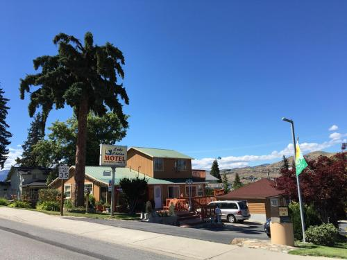 Lake Chelan Motel Photo