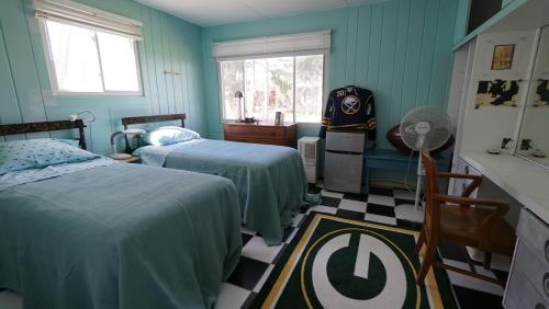 Unique 1950's Retro-style House - 10 mins from Niagara Falls Photo