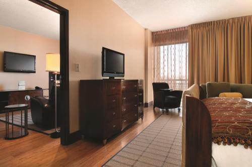 DoubleTree by Hilton Atlanta Northeast/Northlake Photo