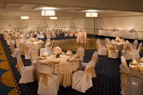 DoubleTree by Hilton Pittsburgh Monroeville Convention Center Photo