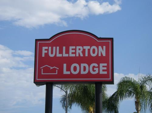 Fullerton Lodge Photo