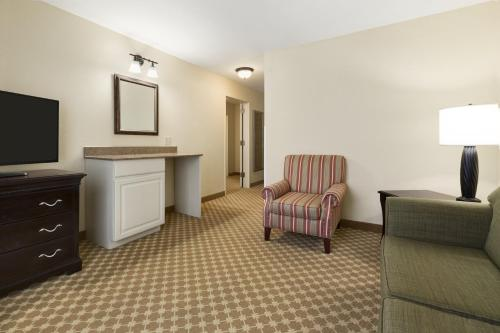 Country Inn & Suites by Carlson, Asheville Biltmore Square Photo