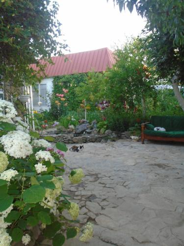 http://www.booking.com/hotel/xc/cottage-on-asret-31.html?aid=1728672