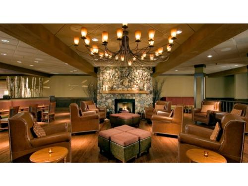 DoubleTree by Hilton Chicago - Arlington Heights Photo