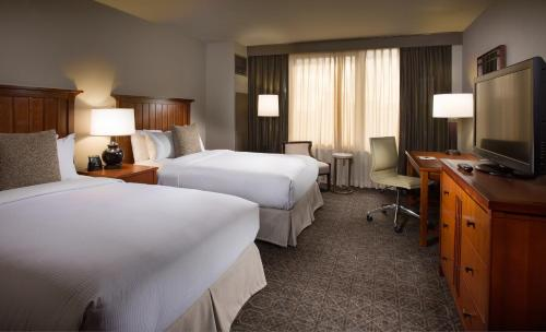 DoubleTree by Hilton Chicago - Oak Brook Photo