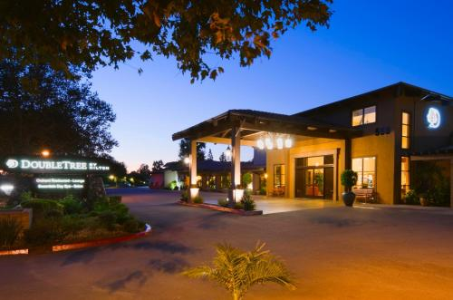 DoubleTree by Hilton Claremont Photo