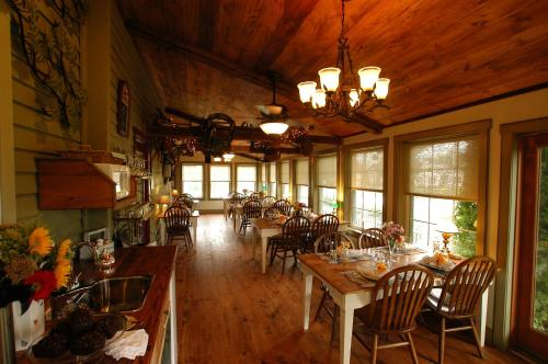 1825 Inn Bed and Breakfast Photo