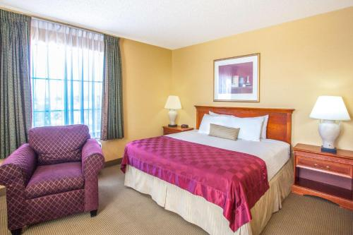 Ramada Chatsworth Photo