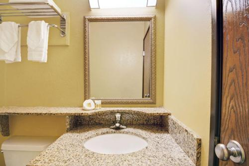 Days Inn Torrington - Torrington, CT 06790