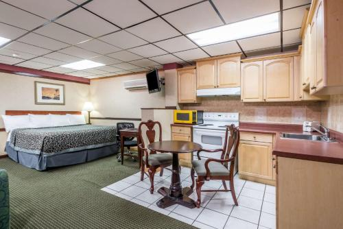 Days Inn Pittsburgh Photo