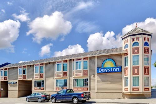 Days Inn San Francisco at the Beach Photo