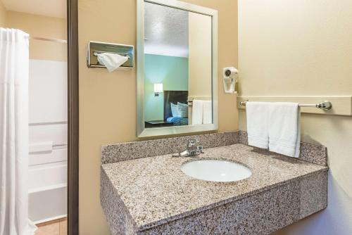 Days Inn Pueblo - Pueblo, CO 81008
