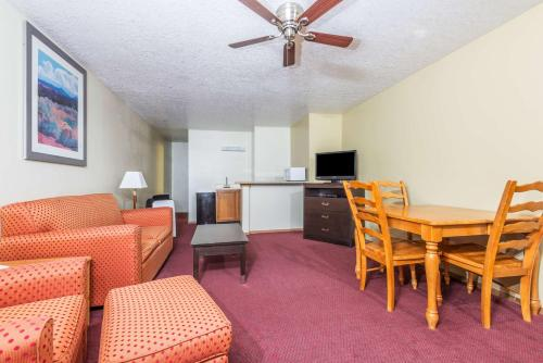 Days Inn Pueblo Photo
