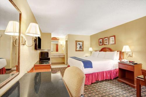 Days Inn Memphis at Graceland Photo